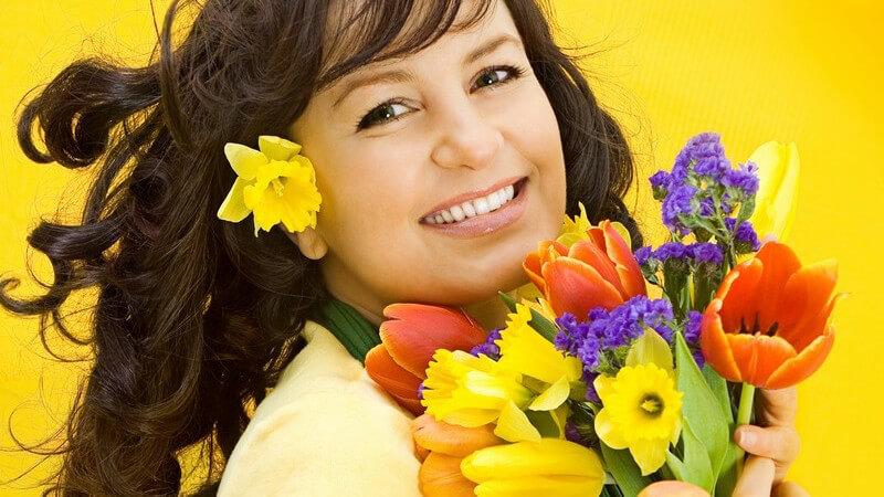 Ein schlichter Blumenstrauß muss keineswegs langweilig sein - wir geben Tipps, wie man welche Blumen miteinander kombinieren kann