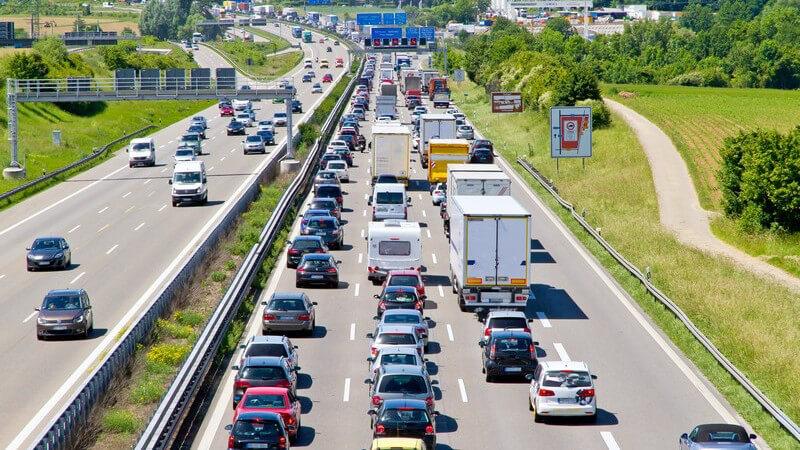 Für die Unterscheidung der Fahrerlaubnisklassen sind im Regelfall die PS-Zahl, das Gewicht und die Sitzplätze eines Fahrzeugs ausschlaggebend