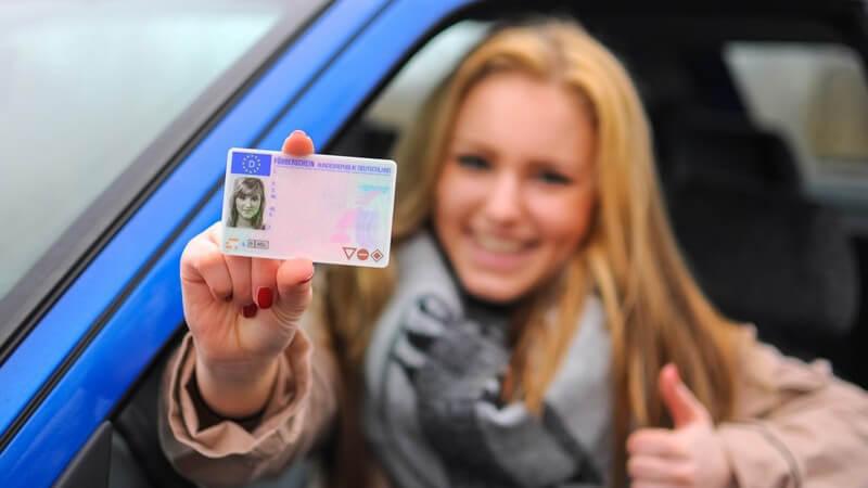 Hier erfahren Sie, wie die praktische Führerscheinprüfung abläuft und wie Sie Ihre Aufregung in den Griff kriegen