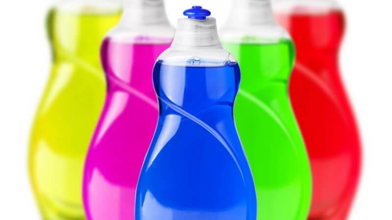 Mit diesen Reinigungsmitteln sagen Sie in der Küche Fett, Schmutz, Kalk und Wasserflecken den Kampf an