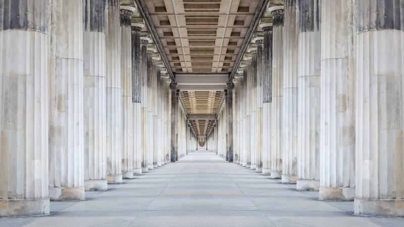 Die historische Architektur lässt sich einteilen in den romantischen, den strengen und den Späthistorismus