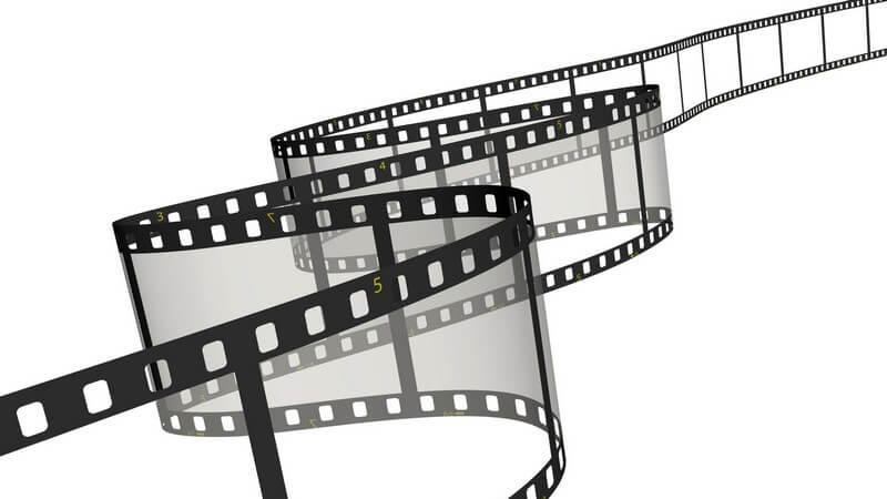 Beim Abenteuerfilm stehen die Entwicklungen der Geschichte im Vordergrund; im Kriminalfilm wird eine kriminelle Handlung aufgeklärt