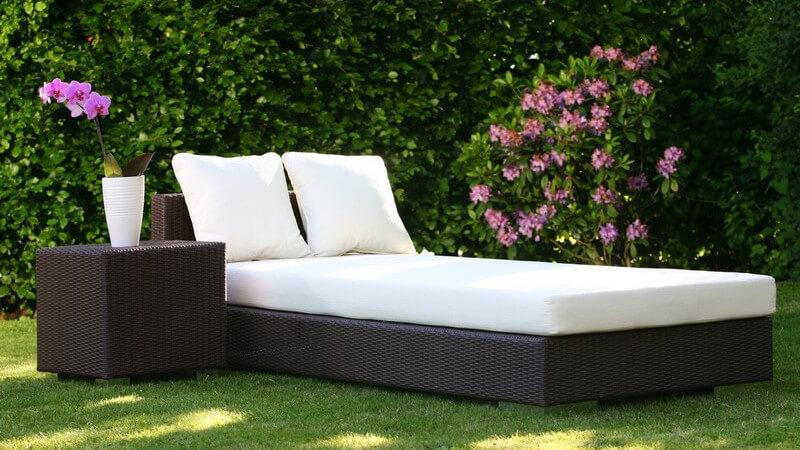 Ob klein oder groß - jeder Garten wird erst dann so richtig gemütlich, wenn er mit den passenden Möbeln bestückt wird - bei der Auswahl hat man zahlreiche Möglichkeiten
