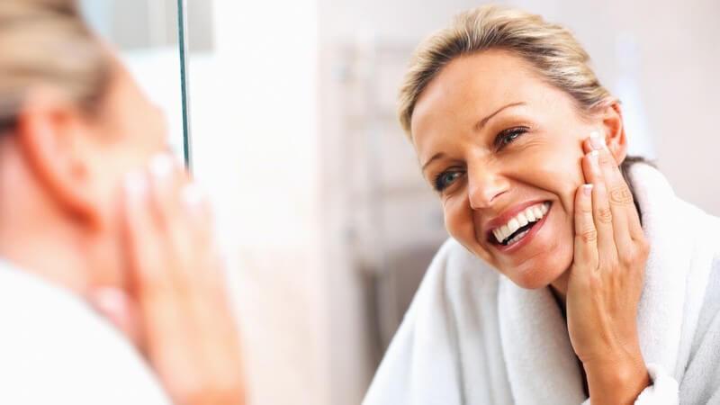Was Anti-Aging-Cremes für die reife Haut tun können und ab wann es Sinn macht, Anti-Aging-Produkte einzusetzen