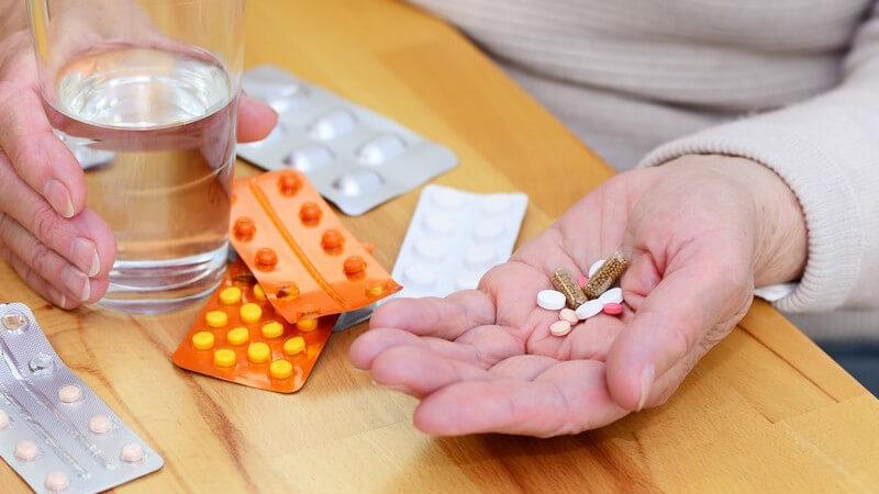 Viele Arzneimittel entziehen dem Organismus wichtige Nährstoffe und Vitamine - Ein Medikamenten-Mix kann zudem zu Nebenwirkungen, Überdosierungen und Wechselwirkungen führen