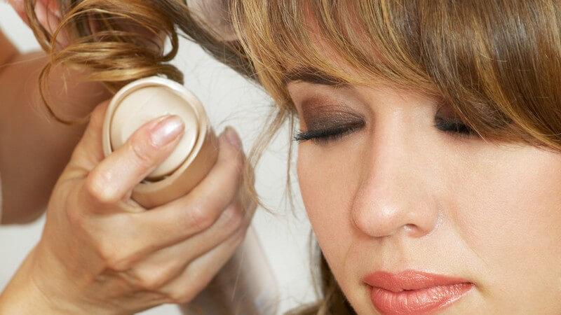 Wir geben Tipps, für welche Haartypen Haarspray geeignet ist und was man bei der Anwendung von Haarspray beachten sollte