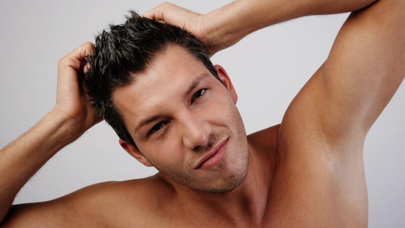 Wir erklären, was den Unterschied zwischen den beiden beliebten Stylingprodukten Haargel und Haarwachs ausmacht