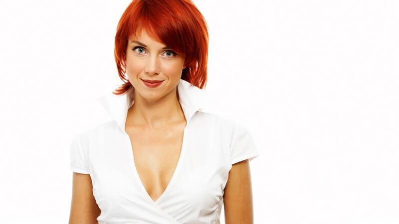 Wir erklären, was bei der Wahl der Tönung hinsichtlich der Ausgangs-Haarfarbe zu beachten ist