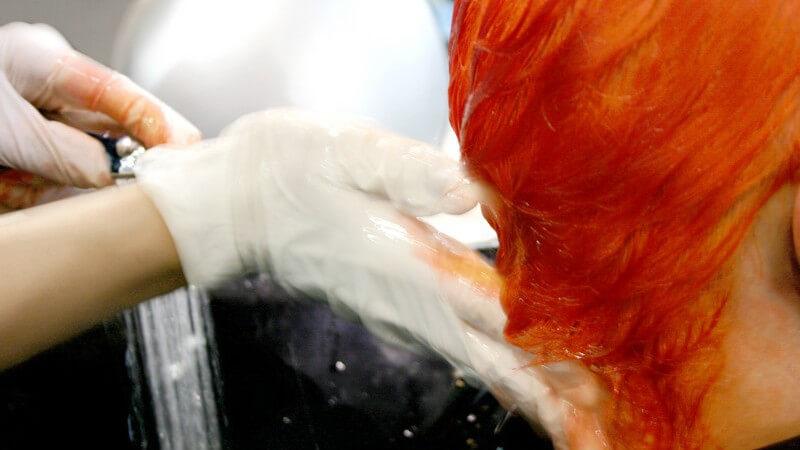 Für schön und gepflegt aussehendes Haar ist ein gründliches Auswaschen der Tönung wichtig