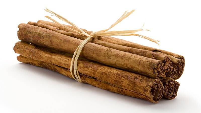 Merkmale, Inhaltsstoffe und Verwendung von Zimt als Heilmittel sowie in der Küche und Kosmetik