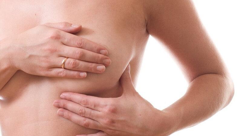Das Abtasten der Brust zur Erkennung von Auffälligkeiten und Früherkennung von Brustkrebs