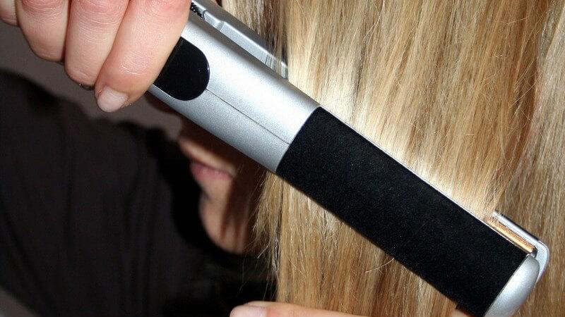 Wie viel man für einen guten Haarglätter mit Keramik- oder Teflonbeschichtung investieren sollte