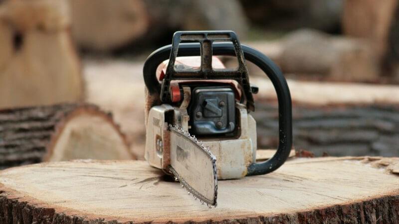 Ob sich der Kauf einer Kettensäge lohnt, hängt von vielen Faktoren ab - die Sicherheit spielt bei der Nutzung die wichtigste Rolle