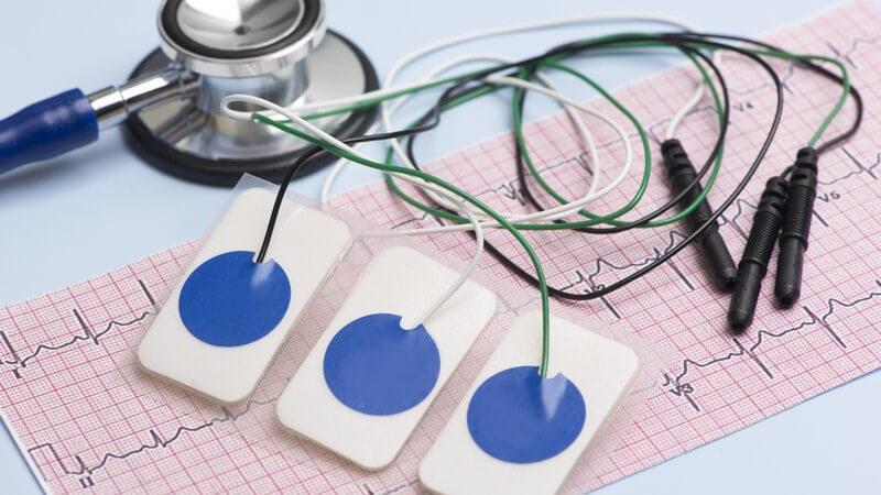 Funktion und Durchführung sowie Formen der Elektro-Kardiographie (EKG) zur Überprüfung der Herzströme