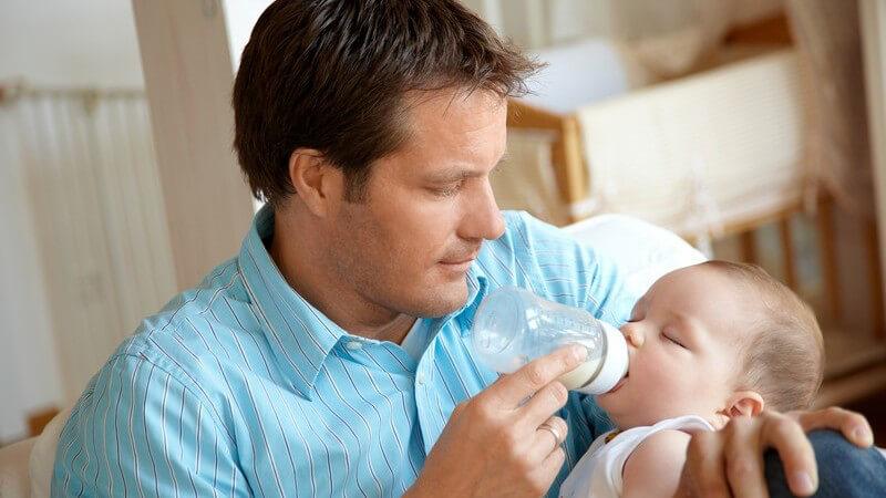 Wir informieren, worauf bei der Auswahl und Darreichung von Babysäften zu achten ist - zu viel Saft kann zu Beschwerden führen