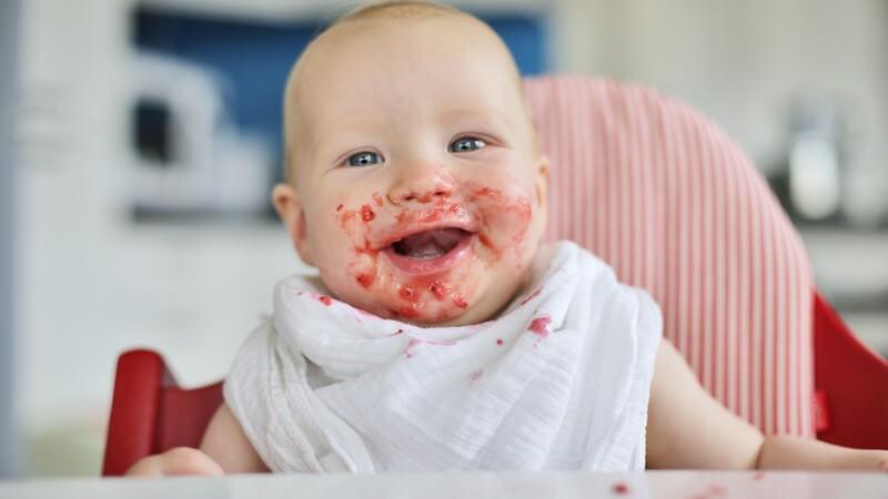 Ab wann kann das Kind Früchtebrei essen?