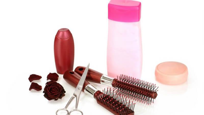 Wir geben Tipps, wie sich eine gereizte Kopfhaut vermeiden bzw. beruhigen lässt und welches Shampoo dafür geeignet ist
