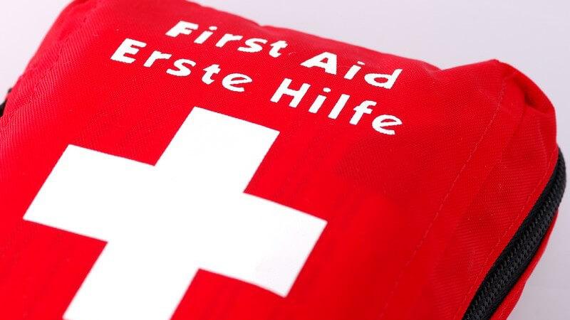 Durchführung von Erste-Hilfe-Maßnahmen bei unterschiedlichen Beschwerden zur medizinischen Erstversorgung