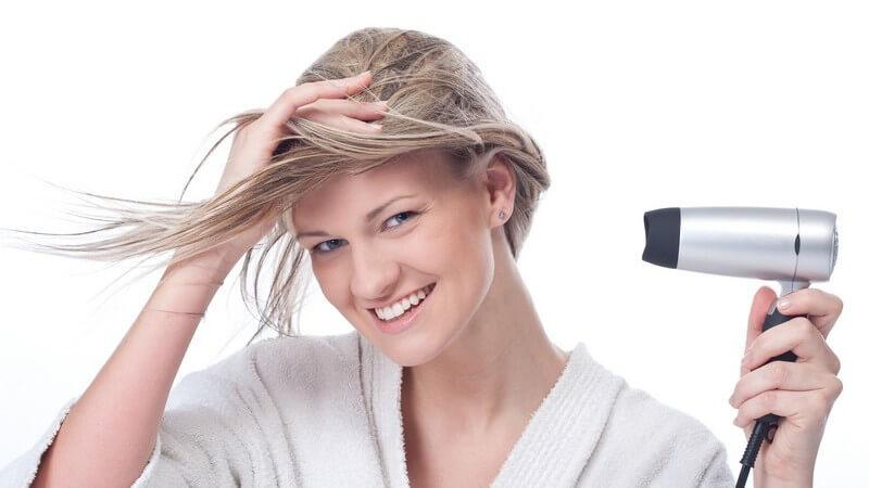 Volumen ins Haar bringen durch Schaumfestiger und für welche Frisuren und Haartypen ein Schaumfestiger geeignet ist