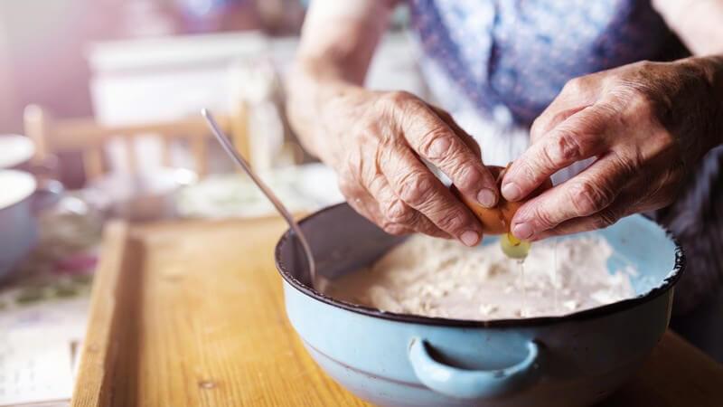 Schon mit wenigen Zutaten kann man aus dem Biskuit-Grundteig eine weitere Geschmacksnuance kreieren