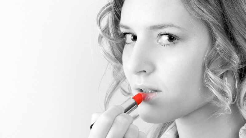 Mit unseren Tipps, Hinweisen und Hilfsmitteln gelingt Ihnen selbst die Entfernung lang anhaltender Lippenstifte