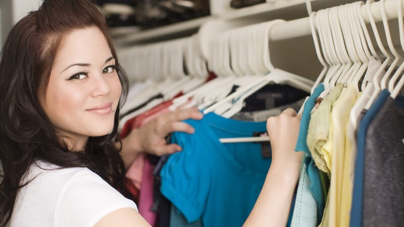 Unangenehme Gerüche im Kleiderschrank entfernen