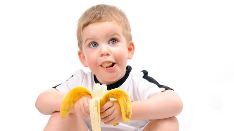 Wir geben Tipps, wie man Kinder an gesunde Ernährung heranführen kann - die Eltern spielen in ihrer Vorbildfunktion eine wichtige Rolle