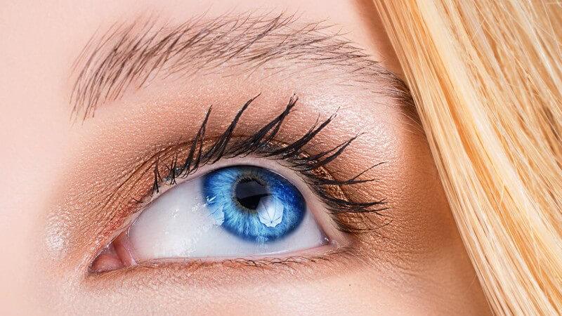 Diese Tipps sollten beim Auftragen von Augengel beachtet werden - grundsätzlich und besonders von Kontaktlinsenträgern sowie Allergikern