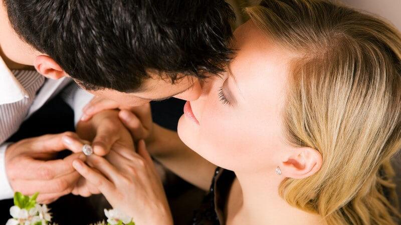 Woran erkennt man den richtigen Zeitpunkt für den entscheidenden Schritt in die Ehe? Über die möglichen Heiratsabsichten des Partners sollte man Bescheid wissen