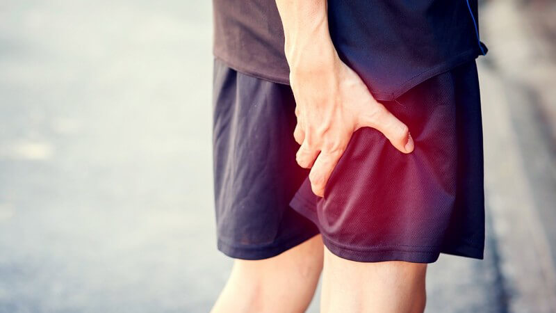 Die Entstehung eines Muskelfaserrisses und wie man ihn erkennen und behandeln kann