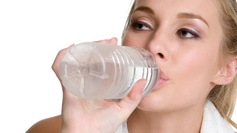 Ein kohlenhydratreicher Snack nach dem Sport macht dann Sinn, wenn man nicht das vorrangige Ziel hat, abzunehmen und Krafttraining zu absolvieren