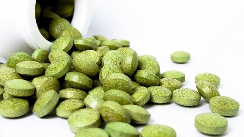 Die Durchführung und mögliche Risiken der orthomolekularen Medizin zur Verabreichung lebenswichtiger Vitalstoffe