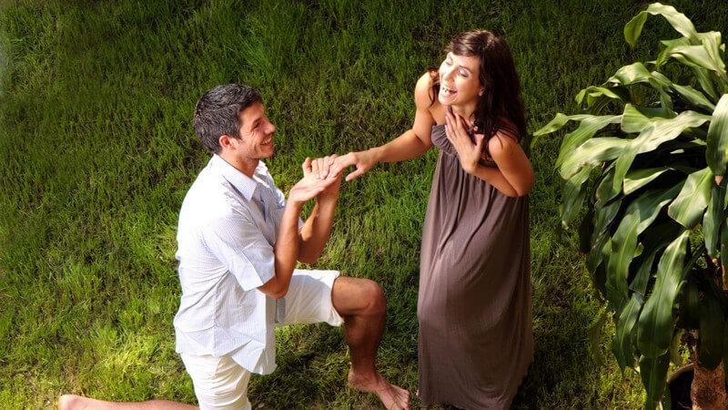 """""""Ja, ich will!"""": Wichtige Aspekte für einen unvergesslichen Heiratsantrag - häufig kommt es auf die kleinen Dinge an, die den Heiratsantrag zum perfekten Antrag machen"""