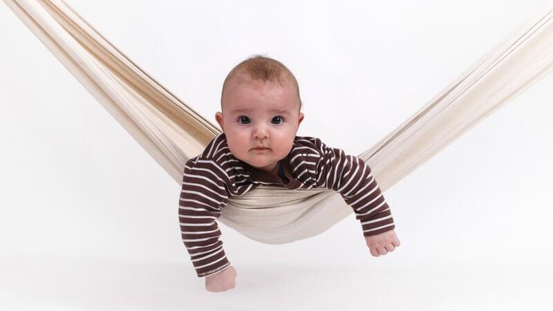 Wir erklären das Funktionsprinzip von Babywippen und mögliche Zusatzfunktionen