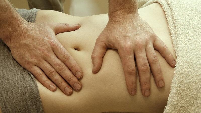 Die Colonmassage zur Behandlung von Verdauungsbeschwerden