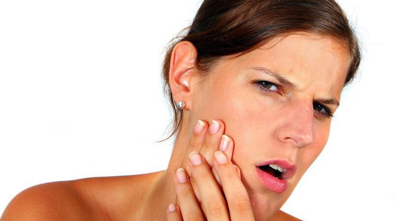 Die Entstehung von Gesichtsschmerzen und wie man sie behandeln und lindern kann