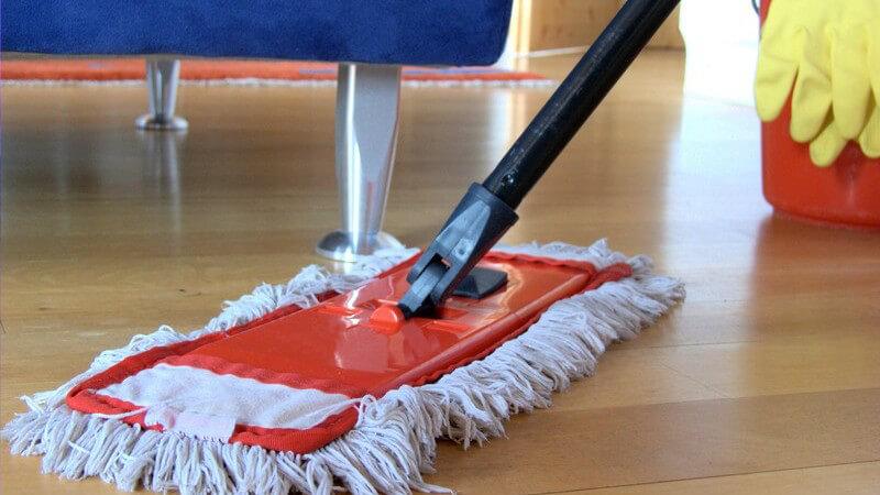 Parkett schonend reinigen und pflegen