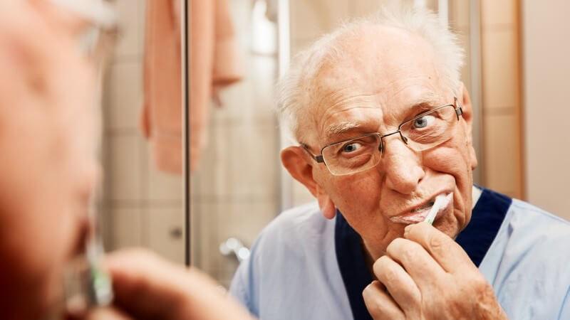 Über die Vor- und Nachteile von Pinzette, Schere und Nasenhaarschneider