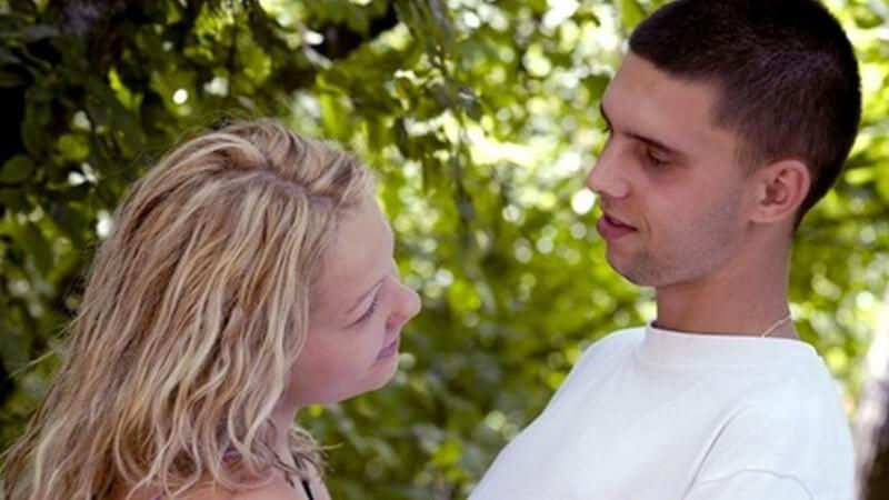 Warum verliebt man sich ineinander und woran erkennt man seine eigene Verknalltheit bzw. Verliebtheit und die des Gegenübers?