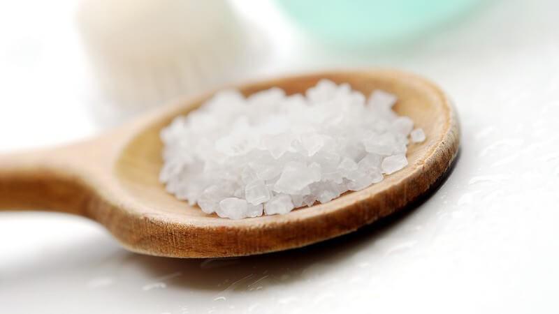 Die richtige Anwendung des Peelings zur Entfernung von abgestorbenen Hautzellen