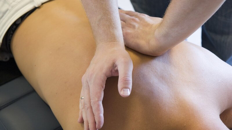 Die Rückenmassage zum Lösen von Verspannungen