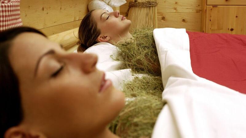 Die Wirkung von frischem Heu auf Körper und Geist - der Kraxenofen zur Muskelentspannung