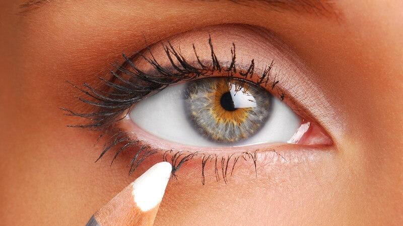 Kajal und Eyeliner für den besonderen Blick - Varianten und Unterschiede