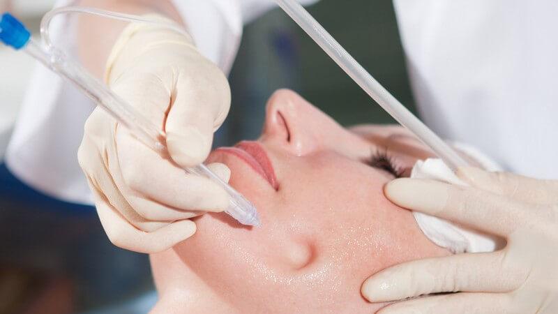 Welche Behandlungen von einer Kosmetikerin angeboten werden, mit welchen Preisen man hier rechnen muss und wie oft man die Kosmetikerin seines Vertrauens aufsuchen sollte
