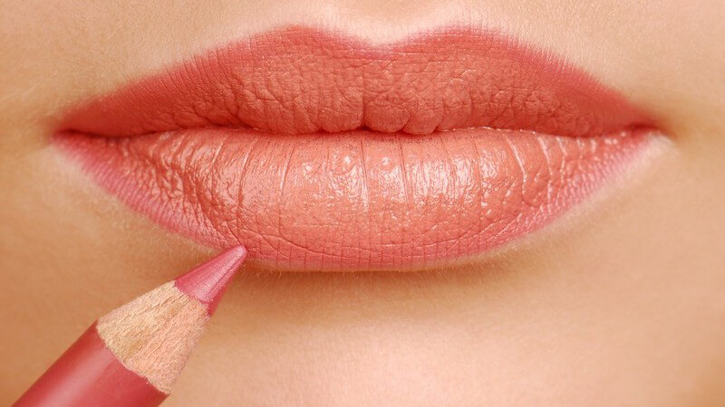 Mit dem Lipliner betonen Sie die Lippen und sorgen bei korrekter Anwendung für einen unwiderstehlichen Kussmund