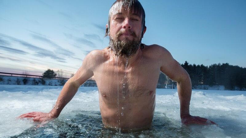 Eisbaden zur Stärkung des Immunsystems bei richtiger Vorbereitung und Verhaltensweise