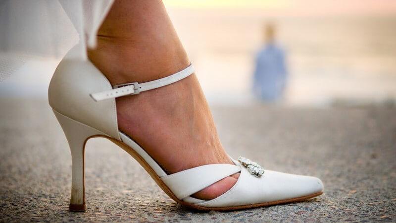 Neben einem märchenhaften Hochzeitskleid gehören auch passende Brautschuhe zu einem gelungenen Hochzeitstag dazu