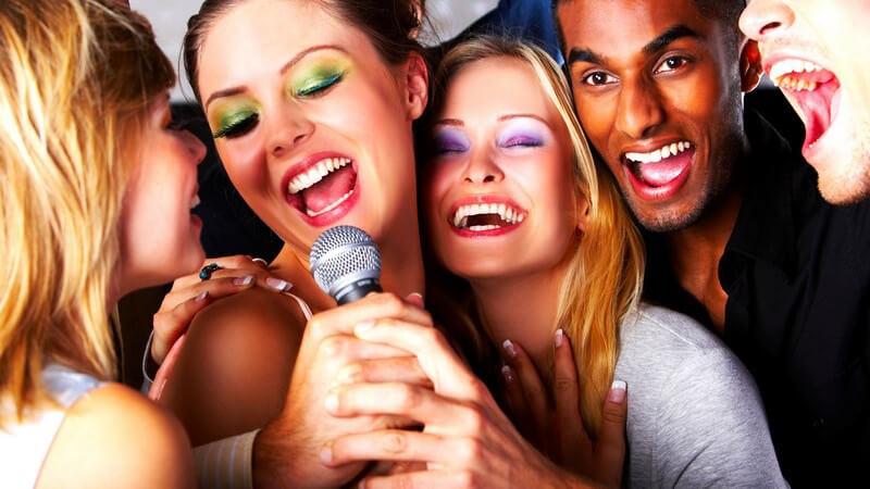 Einen Karaoke-Abend veranstalten