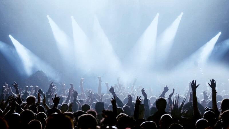 Wir zeigen, worauf es bei der Vorbereitung auf einen Konzertbesuch ankommt und was man unbedingt mitnehmen sollte
