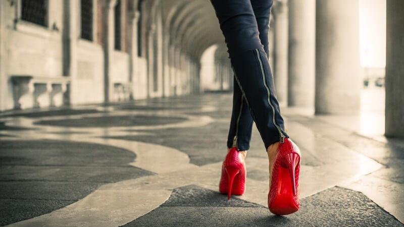 Diese Schuh-Tipps machen Sie das ganze Jahr über in der Leggings zum Hingucker